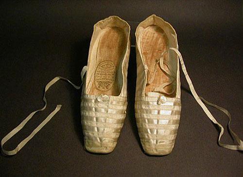کفش های روبانی